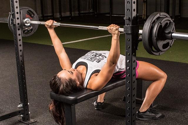 Tập thể dục nhiều, mất sức cơ thể bị căng giãn làm vô kinh tạm thời gây rối loạn kinh nguyệt
